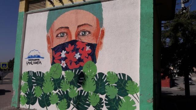 Büyükşehir'den temalı meydan ve trafo boyaması (Video)