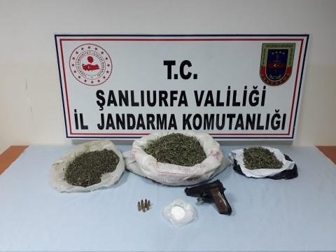 Cezaevi firarisi uyuşturucu ve silahla yakalandı (Video)