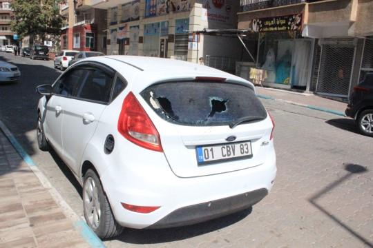 Şanlıurfa'da eline demir levyeyi alan kadın 21 aracın camını kırdı (Videolu Haber)