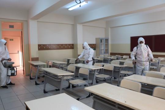 Sınav öncesi okullar dezenfekte ediliyor