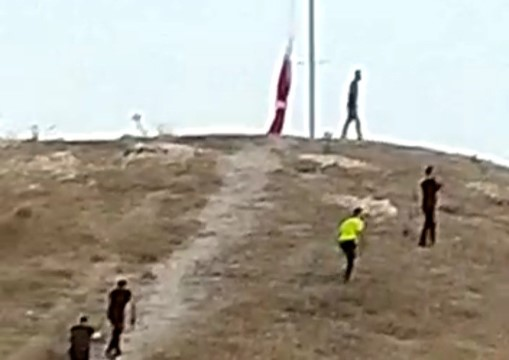 Türk Bayrağını indirme girişimi (Videolu Haber)