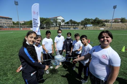 Türk ve mülteci çocuklar spor kurslarıyla yeni dostluklar kuruyor