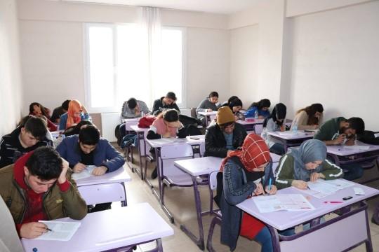 Üniversite hayallerine Halfeti belediyesi ile kavuştular