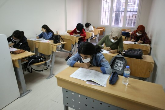 Hedefleri için ilk deneme sınavına girdiler (Videolu Haber)