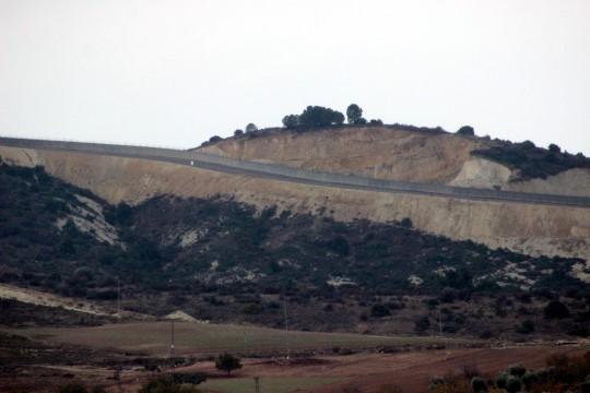 Suriye sınırında duvar yapımı tamamlandı (Videolu Haber)