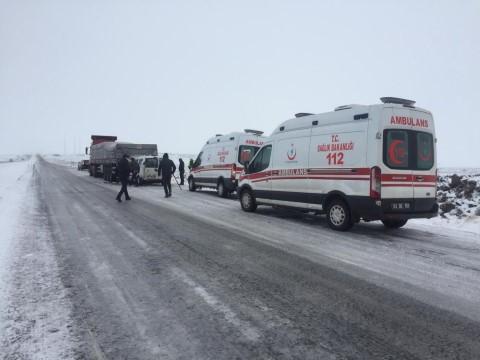 Siverek'te kar yağışı kazaları da beraberinde getirdi