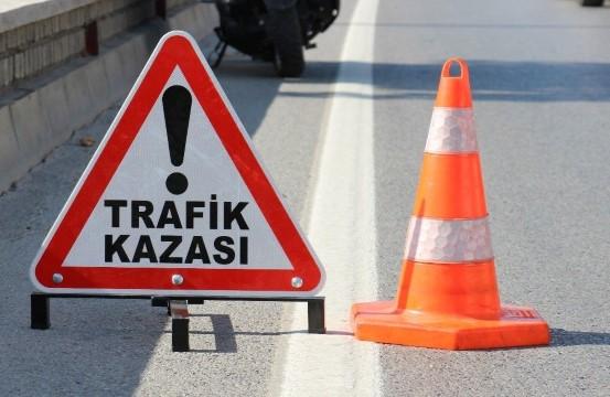 Şanlıurfa'da otomobil taşa çarptı: 3 yaralı