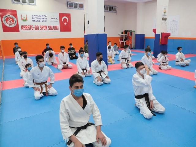Beyazgül karateci gençlerle bir araya geldi