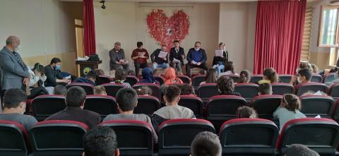 """""""Barışsın dünya"""" gösterimi ile öğrenciler, tiyatro ile tanıştı"""
