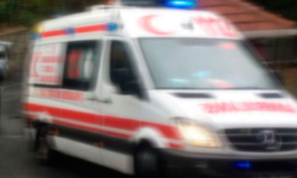 Devrilen otomobildeki 6 kişi yaralandı
