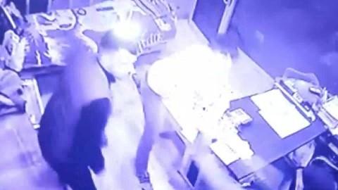 Şanlıurfa'da bıçaklı ve sopalı saldırı kamerada