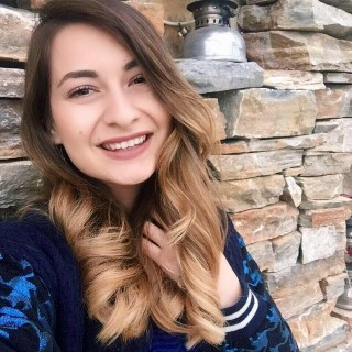 Esra öğretmen öğrencilerinin gözü önünde beyin kanaması geçirerek hayatını kaybetti