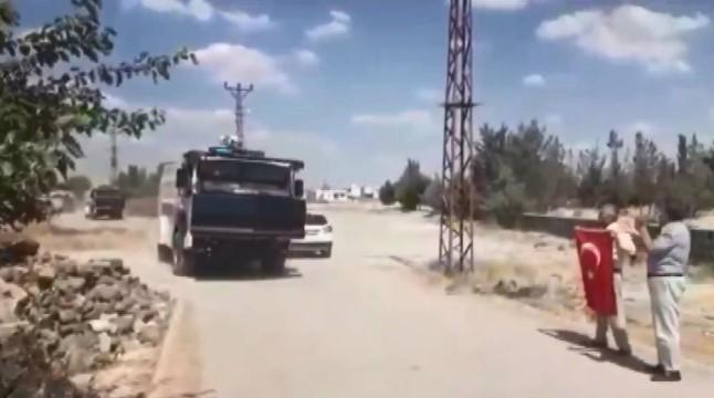 DEDAŞ ekipleri, mahalleye zırhlı araç ve TOMA'larla birlikte girdi ( Video Haber )