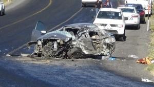 Diyarbakır'da tuğla yüklü kamyon ile otomobil çarpıştı: 2 ölü, 2'si ağır 3 yaralı ( Video Haber )
