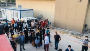 Hastane kanalizasyon hattında göçük: 3 işçi toprak altında kaldı ( Video Haber )