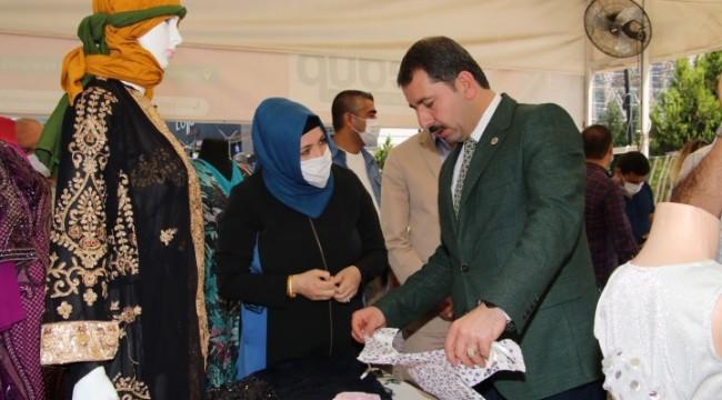 Kadın kursiyerlerin el emeği ürünlerini sergilendi