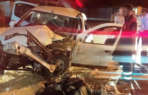 Otomobilde sıkışan sürücüyü itfaiye kurtardı ( Video Haber )