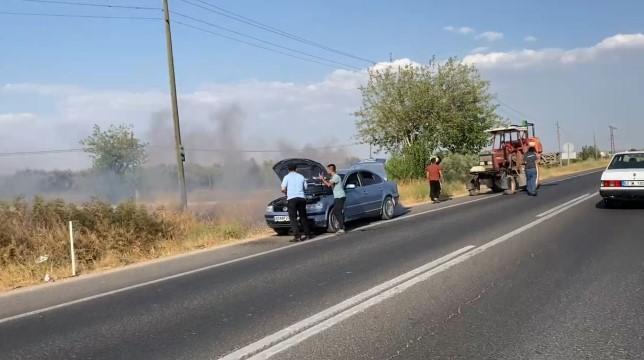 Şişelerle su taşıdılar, otomobili yanmaktan kurtardılar ( Video Haber )