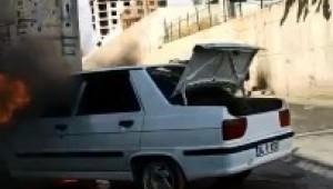 Alev alan otomobil kullanılamaz hale geldi