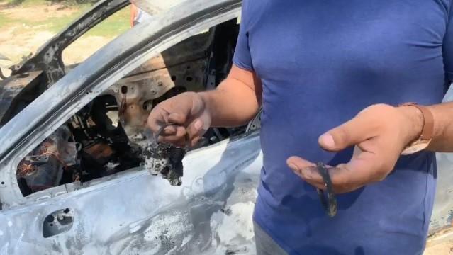 Patlamayla uyandı, altın ve paraların bulunduğu aracının kül olduğunu gördü ( Video Haber )