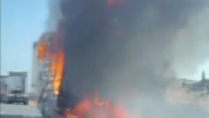 Tırın dorsesi alev alev yandı ( Video Haber )