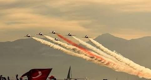 Türk Yıldızları Şanlıurfa'daki gösterisi büyüledi