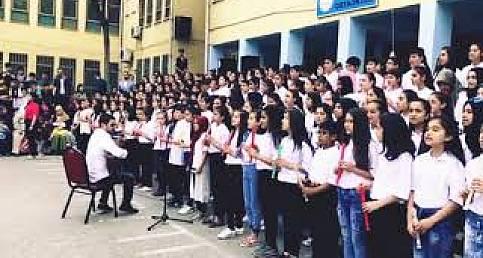 Urfa'da 200 kişilik flüt ekibi ve koro Dere Geliyor dere